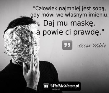 Człowiek najmniej jest sobą, gdy…