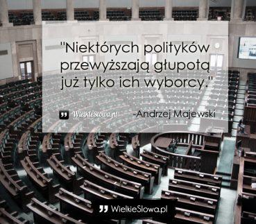 Niektórych polityków przewyższają głupotą…